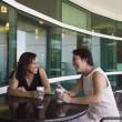 iki kadın kahve içme — Stok fotoğraf