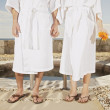 Close up of couple's feet outdoors at beach resort — Stock Photo