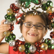 Foto Stock: Young girl holding a wreath of jingle bells