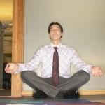 kaufmann meditieren — Stockfoto