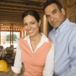 Portrait of Hispanic couple at construction site — Stockfoto