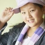 bir kız şapkasını devrilme portresi — Stok fotoğraf #13235388