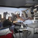 Врачи с пациентом в медицинском вертолете — Стоковое фото