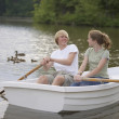 Teen couple rowing boat — Stockfoto