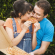 Multi-ethnic couple eating pizza — Stock fotografie