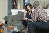 Man geven vrouw ring — Stockfoto