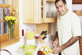 Man chopping fruit in the kitchen — Stock Photo