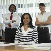 Colegas de trabalho no escritório — Fotografia Stock