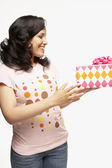 African woman holding gift — Stock Photo