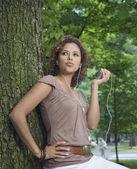 Hispanic woman listening to mp3 player outdoors — Stock Photo