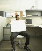 Empresario hispano un blanco seco al tablero del erase en su regazo — Foto de Stock