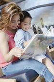 Woman reading to boy — Stock Photo