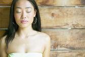 Kobieta z zamkniętymi oczami — Zdjęcie stockowe