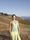 Woman standing in hilly terrain — Stock Photo