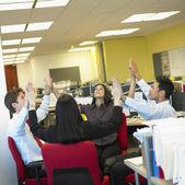 Unternehmen, die meditation im büro — Stockfoto