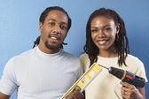Afrikanische paar mit niveau und bohrmaschine — Stockfoto