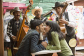 Young couple with Mariachi band — Stock Photo