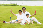 Father playing croquet with sons — Stock Photo