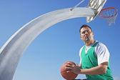 Hispanic man playing basketball — Stock Photo