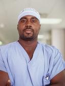 Chirurg mężczyzna pozowanie — Zdjęcie stockowe