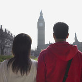 Couple looking at clock tower in London — Stock Photo