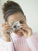 Teenage girl taking pictures — Stock Photo