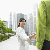 Two women shaking hands — Stock Photo