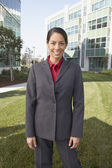 Hispanic businesswoman in front of office building — Stock Photo