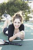 Středního východu žena na tenisový kurt — Stock fotografie