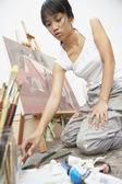 Female artist paiting — Stock Photo