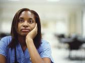 彼女の手に傾いて女医 — ストック写真