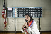 Woman with microphone in front of bingo board — Stock Photo