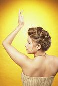 Portoghese donna con i capelli fino e braccio alzato — Foto Stock