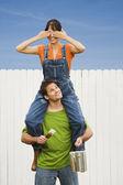 Woman sitting on boyfriend's shoulders — Stock Photo