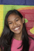 Pacific Islander girl in front of mural — Stock Photo