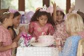 κορίτσια σε πάρτι γενεθλίων — Φωτογραφία Αρχείου