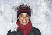 Młoda kobieta w winter wonderland — Zdjęcie stockowe