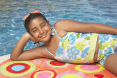 Young girl relaxing on a towel — ストック写真