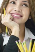 Kobieta trzyma ołówek z bliska — Zdjęcie stockowe