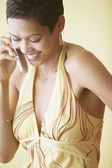African American woman on cell phone smiling — Stock Photo