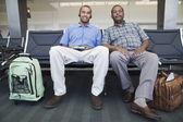 Havaalanı'nda iki adam portresi — Stok fotoğraf