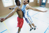 Two basketball players hitting chests together — Stock Photo