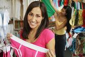 购物的妇女的肖像 — 图库照片