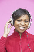 Young woman wearing headphones — Stockfoto