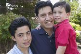 Portret van vader met twee zonen — Stockfoto