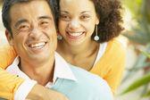 Cerrar retrato de pareja sonriendo — Foto de Stock