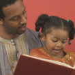 Father and daughter reading book together — Stock Photo