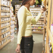 African American woman shopping in health food store — Stock Photo