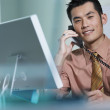 Young businessman talking on telephone — Stock Photo