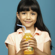 Young girl holding bottle of juice — Stok fotoğraf